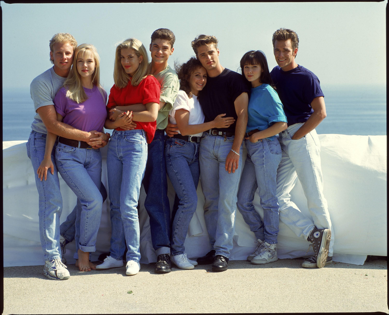 90210 is once again on my dvr judisunshine. Black Bedroom Furniture Sets. Home Design Ideas